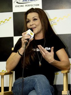 Musician Gretchen Wilson speaks to the media during a press conference