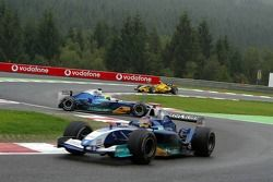 Felipe Massa spins behind Jacques Villeneuve