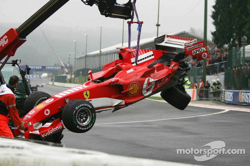 El coche destrozado de Michael Schumacher