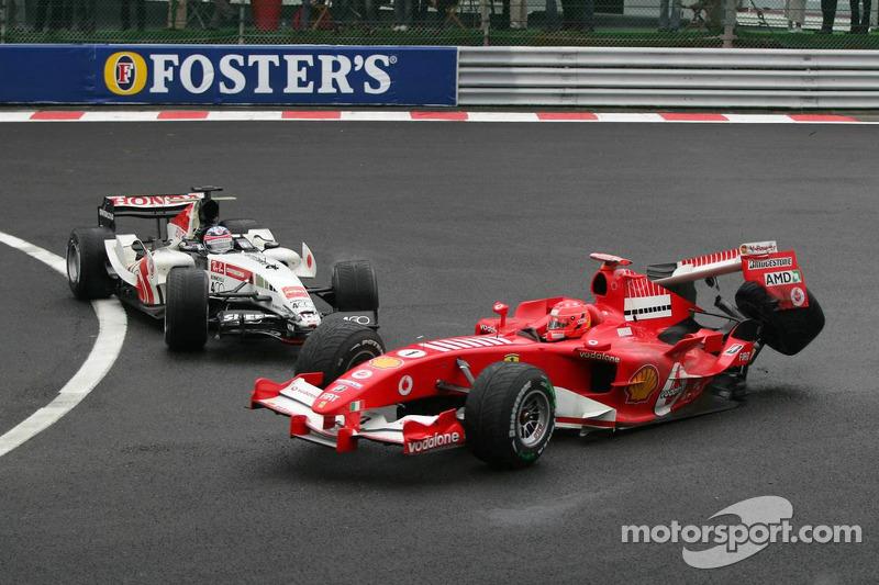 Choque de Michael Schumacher y Takuma Sato