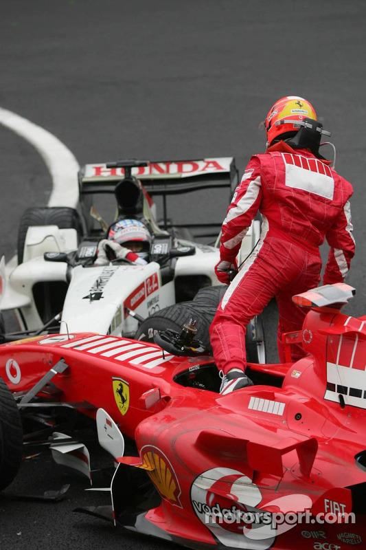 Michael Schumacher no feliz con Takuma Sato