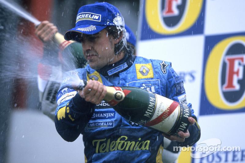 Podio: champagne para segundo lugar Fernando Alonso