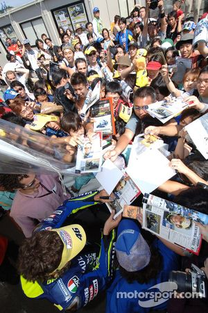 Valentino Rossi con los fans japoneses