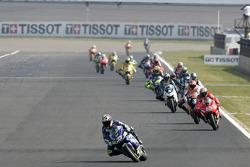 Renn-Action beim GP Japan 2005 in Motegi: Marco Melandri, Honda, führt