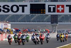 Start zum GP Japan 2005 in Motegi: Marco Melandri, Honda, führt