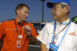 Президент Yamaha мистер Кажикава и Лин Джарвис
