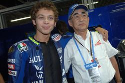 Валентино Росси с президентом Yamaha мистером Каджикавой