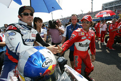 John Hopkins and Loris Capirossi on the starting grid
