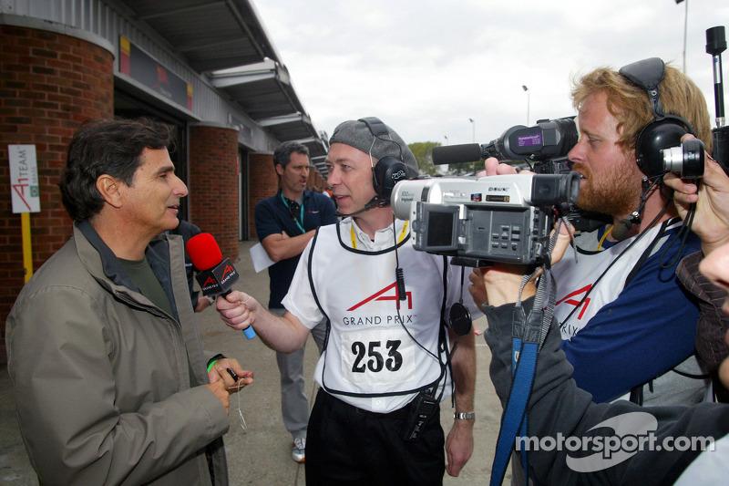 Nelson Piquet dando entrevista