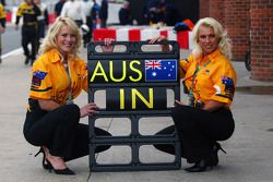 A1 Team Australië grid girls