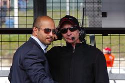 Sheikh Maktoum Hasher Maktoum Al Maktoum met Emerson Fittipaldi