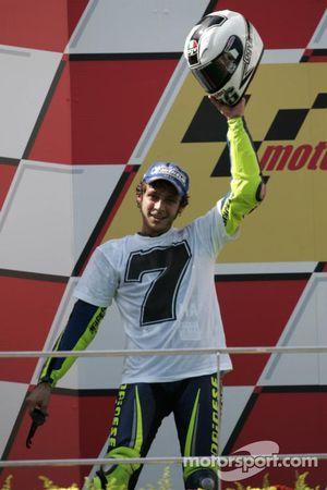 Podio: Campeón del mundo 2005 Valentino Rossi