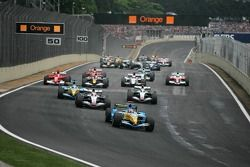 Start: Fernando Alonso takes the lead