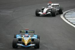 Fernando Alonso, Renault; Kimi Räikkönen, McLaren