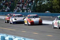 #81 Synergy Racing Porsche GT3 Cup: Mae Van Wijk, Craig Stanton, #71 SAMAX Porsche GT3 Cup: Mark Gre