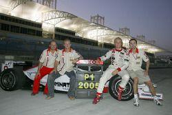 Campeón GP2 Series 2005 Nico Rosberg celebra con su compañero Alex Premat
