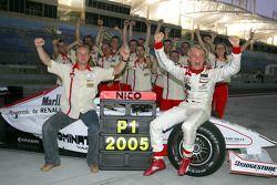 Nico Rosberg, GP2-Champion 2005, feiert mit dem Team ART Grand Prix