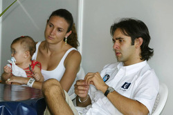 Antonio Pizzonia with girlfriend Maureen Baggi and daughter Sophia