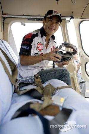 Такума Сато в вертолете
