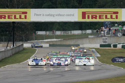 Start: battle for the lead between #16 Dyson Racing Team Lola EX257 AER: James Weaver, Butch Leitzinger, Andy Wallace, #15 Zytek Engineering Zytek 04S: Hayanari Shimoda, Tom Chilton, #1 Champion Racing Audi R8: JJ Lehto, Marco Werner