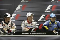Обладатель поула Ральф Шумахер с Дженсоном Баттоном и Джанкарло Физикеллой на пресс-конференции FIA