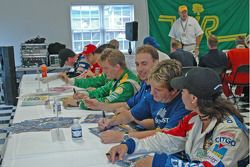 Drivers, fans in autograph session