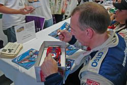Andy Wallace signs car