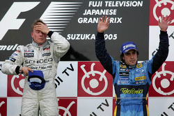 Podium: race winner Kimi Raikkonen and Fernando Alonso