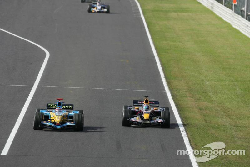 Fernando Alonso pasa a Christian Klien
