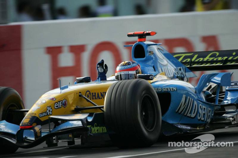 Fernando Alonso celebra el podio