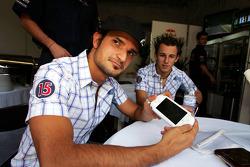 Vitantonio Liuzzi y Christian Klien presentan la PSP de Sony