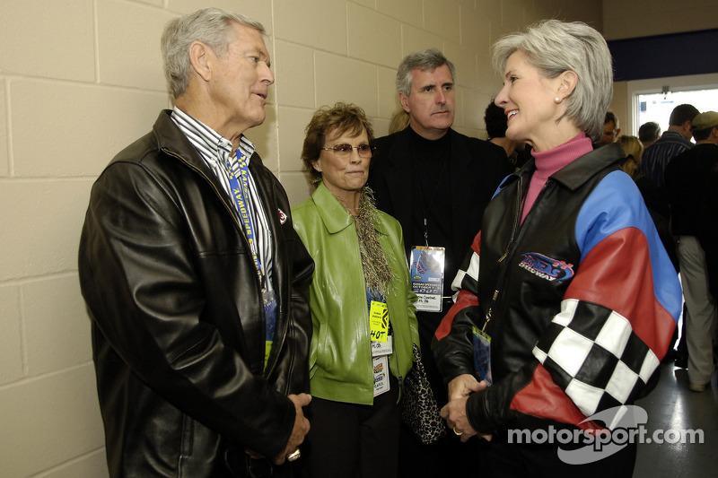 Kansas City Chiefs coach Dick Vermeil and Kansas governor Kathleen Sebelius