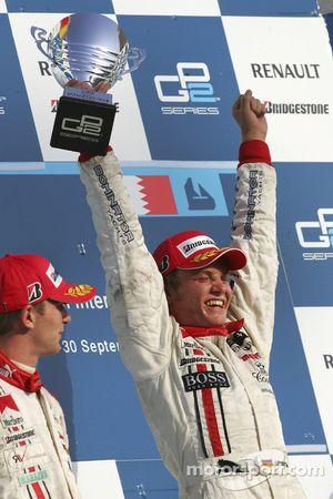 Podium : Nico Rosberg célèbre la victoire et le titre