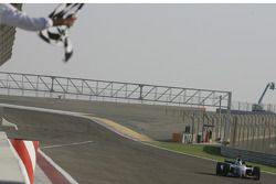 Nico Rosberg se lleva la bandera a cuadros