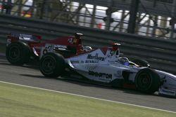 Nico Rosberg pasa a Ernesto Viso