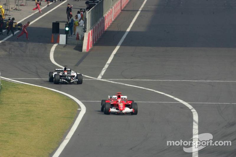 Michael Schumacher ve Christijan Albers'in yarış öncesi kazası