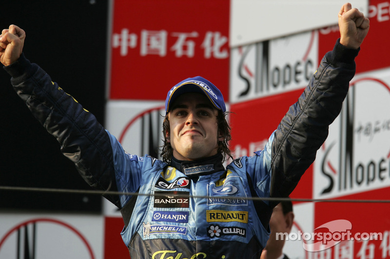 24- Fernando Alonso, 1º en el GP de China 2005 con Renault