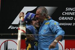 Champagne pour Fernando Alonso et Flavio Briatore