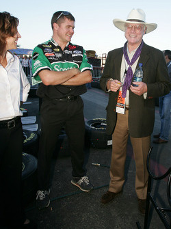 Actor Larry Hagman chats with Roush Racing team members
