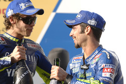 Podio: ganador de la carrera Marco Melandri celebra con Valentino Rossi