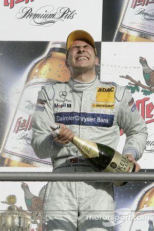 Podium : champagne pour Gary Paffett