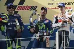 Podium : Marco Melandri vainqueur devant Valentino Rossi et Nicky Hayden