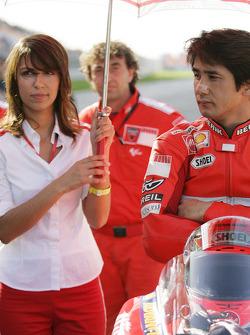 Shinichi Ito on the starting grid