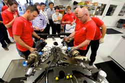 Ingénieur de la Nissan GT-R LM NISMO