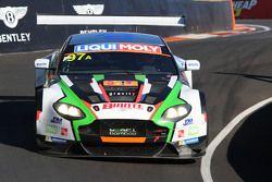 #97 Craft Bamboo Racing Aston Martin Vantage GT3: Darryl O'Young, Alex MacDowall, Stefan Mücke
