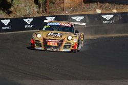 #12 Porsche GT3 R: David Calvert-Jones, Patrick Long, Chris Pither em apuros