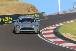 #76 Aston Martin Vantage GT4: Andreas Baenziger, Florian Kamelger, Christopher Porritt