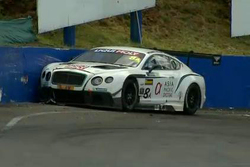#8 Flying B Motorsport Bentley Continental GT3: David Brabham accidenté