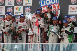 Podio: ganadores de la carrera Florian Strauss, Katsumasa Chiyo, Wolfgang Reip, segundo lugar Marco