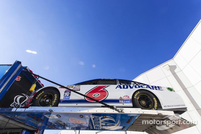 Roush-Fenway Racing carro de Trevor Bayne é levado até Daytona